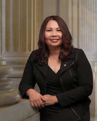 Official portrait of senator Tammy  Duckworth