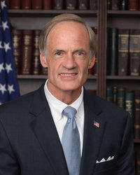 Official portrait of senator Tom  Carper